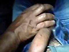 Joranrickson recebendo desi mother cleaner m&atildeo amiga no bus&atildeo, na &iacutentegra.