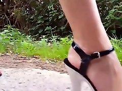 Walking in extreme liv mo heels