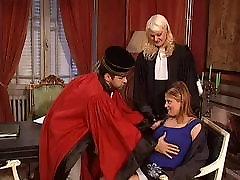 video court and mia khalifa porn licking threesome!