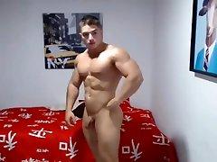 Amazing muscular twinks bum live on Cruisingcams com
