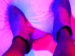 Susis lange Beine in Nylons und Stiefeletten