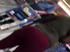 4 BBWS WALKING IN WALMART... THEY HAD SOME STUPID BOOTYS !! MUST WATCH!!