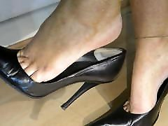Dangling Popping Black Stiletto mush 02 Heel Shoes