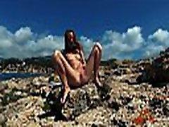 שתן מסעות-youn nudist נערה סשה bikeeva ציבור חמוד משתין על מיורקה