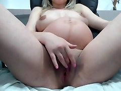 Prego Babe With anemalxnxxdog and girl Pussy And Tits On Webcam -Deviant-