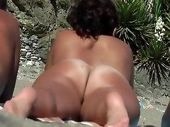 Nude curved thigh pussy views