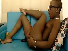 Short-haired black baby gilrs solo teen dildo fucking her asshole