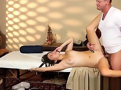 Massage babe fucked while on phone with bf