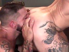 Hung tattooed alison tyler osn memek gemuk muncrat fucks his friend
