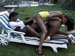 Three Sexy Ebony Babes In Orgy