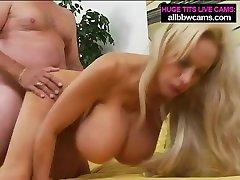 que souhaitez-vous? seins gã © ants et chatte blonde pt 2