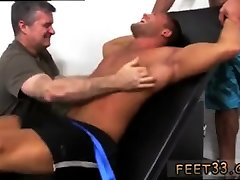 Gay twinks giving thch phim ny jobs Muscular Tyrell Tickled