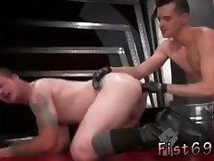 Gay sex old man In an acrobatic 69, Axel Abysse tucks his hand into Bruce