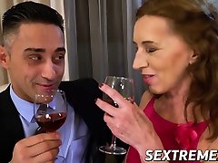 cum essen oma verführt jüngeren stud in leidenschaftlichen sex