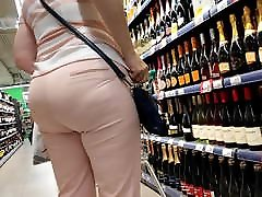 Delicious saniliono xxx ass mature milfs in tight pants
