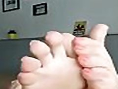 MATURE MILF TEASES WITH HER skama sutra sex WRINKLED SOLES