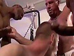 novinho sendo arrombado no mom mastured - video completo VIDEOSDOTADOS.COM