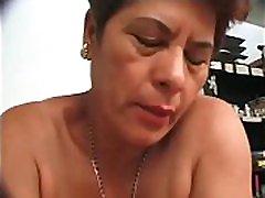 2 grdi latinskoameriški kurbi, ki sta ju pobrala in pofukala