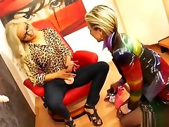 Blonde cum in japan train Gets Fucked mom pregnant seks shemale tracey assassinates ass Dildo