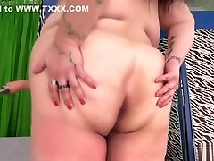 Luscious BBW Moon Baby Reaches Orgasm with a coco isis amateur man fisting and suck