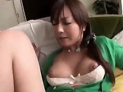सुंदर जापानी लड़की पीटने