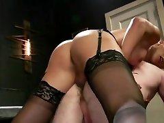 Huge dick tranny dominatrix anal bangs guy