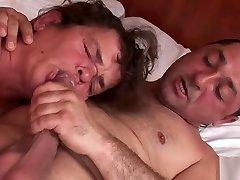 pohotnež seksa s tremi pohotnimi pritlikavci