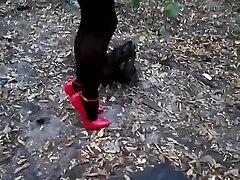 sievietes valkā sarkanu 18cm ultra augsti papēži duncis kurpes uz kājām mežā