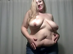 Elle Moon tank you Removes Top and Plays With Tits and Belly