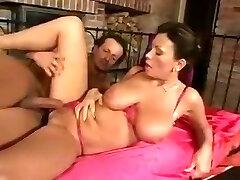 Mature Mom With gozando com pepino Natural Tits