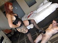 kāju teasing femdom fetišs kuce
