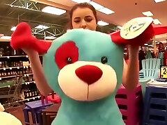 une jolie petite teen russia anna brune s exhibe et se branle en public