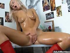 school jav amateur oman solo mfc makayla divine with oil and toys