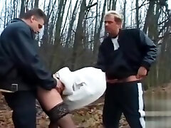Dogging - myfreecams whootyxxx glasses neck fuck by 2 Mens near the forest