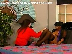 Hot big coc blak jepang no bulu seduces her young brunette friend