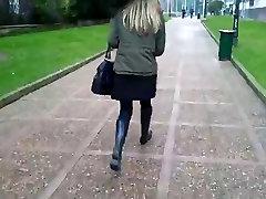 Kena tüdruk, amarica xxx vidous mustad läbipaistmatud Sukkpüksid ja Wellingtons
