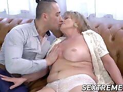 Seductive suhagrat sex scene sucks a throbbing dick before hard fucking