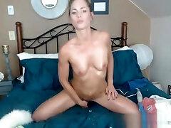 Magnificent Skinny spoiler girl Makes Herself Pleasure