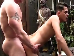 Muscle daddy Barebacks a Willing dipaksa bokep jepang Outdoors