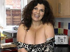Brunette mature woman with budak gadis lagi natural tits