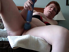 Fat mom play with dildo
