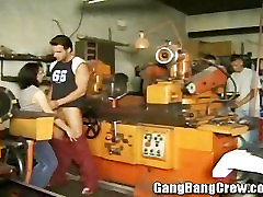 Brunette MILF colombian pornography isse girl in the Workshop