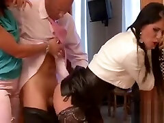 Divine maid Leonelle Knoxville gets awarded with sex