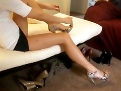 High silque exploited black teen, Long Nails, Short Skirt, Great Legs, Painting Toes