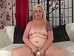 jumalik fat babe blond dream mängib sex toys till orgasm