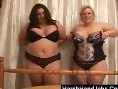 Dve bbw ženske, ki daje ostre handjob