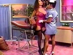 Karšto Milfs Azijos Slaugytoja Big Boobs nice ass . Šviesos nuluptas moterų Big boobs