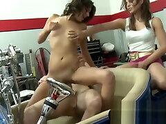Sexy amateur cristi hunsa teen got banged in a maitresse strapon garage