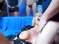 Fännid gangbang tetotas contra verga star osa 5