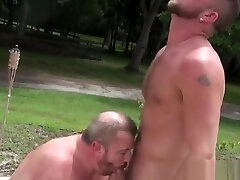Chubby mature big brs barebacking outdoors